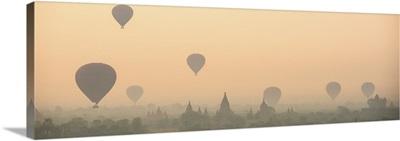 Myanmar, Mandalay, Bagan, Hot air balloons over the ruins of Bagan in the early morning