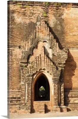 Myanmar, Mandalay, Bagan, Stupa door, ruins of Bagan