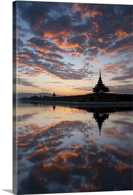 Myanmar, Mandalay, Palace of Mandalay at sunrise