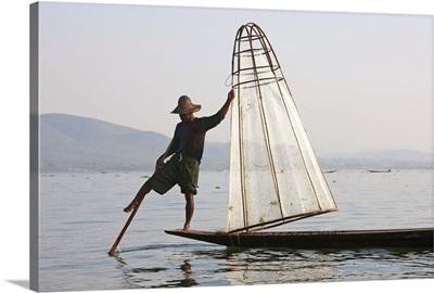 Myanmar, Shan, Fisherman on Inle Lake using traditional net rowing with one leg