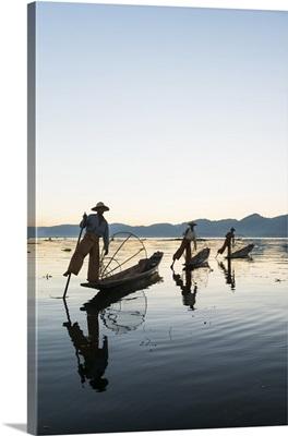 Myanmar, Shan, Nyaungshwe, Traditional fishermen on Inle Lake