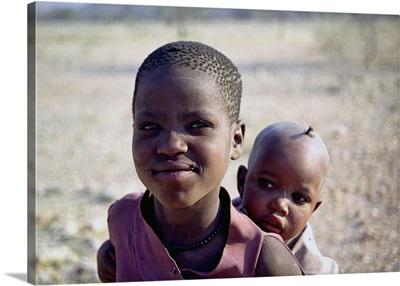 Namibia, Damaraland, Herero children near Sesfontein