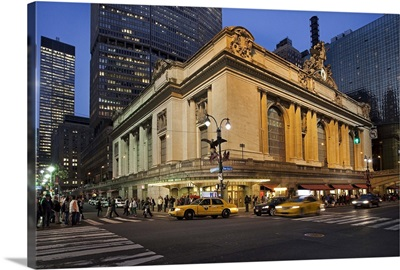 New York City, Manhattan, Grand Central Station, Evening traffic outside the station