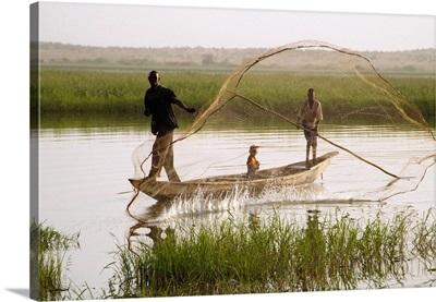 Niger, Niamey, Niger river, Labezanga (border with Mali), fishermen