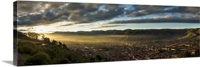 Peru, Cuzco, Sacsayhuaman, Cuzco at dawn