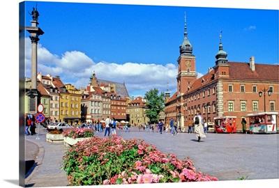 Poland, Mazowieckie, Warsaw, Plac Zamkowy (Castle Square) and Royal Castle