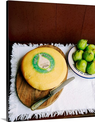 Portugal, Azores, Terceira, Quinta do Martelo, cheese and figs