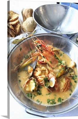 Portugal, Distrito de Lisboa, Lisbon, 5 Oceans Restaurant, cataplana of seafood