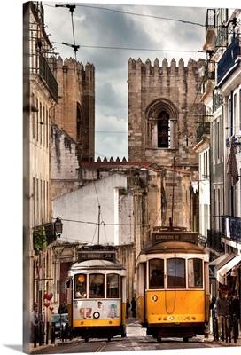 Portugal, Distrito de Lisboa, Lisbon, Alfama, Se Cathedral, Trams