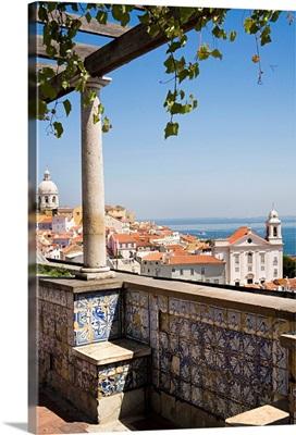Portugal, Distrito de Lisboa, Lisbon, Alfama, View from Miradouro de Santa Lucia