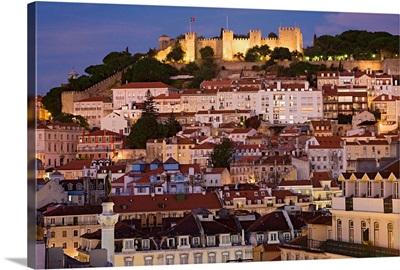 Portugal, Distrito de Lisboa, Lisbon, View of Alfama and Castelo de Sao Jorge