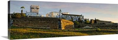Portugal, Evora, Alentejo, Estremoz, City walls and Torre de Menagem  tower at Estremoz