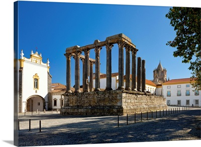 Portugal, Evora, Alentejo, evora, Roman Diana temple and Pousada dos Loios