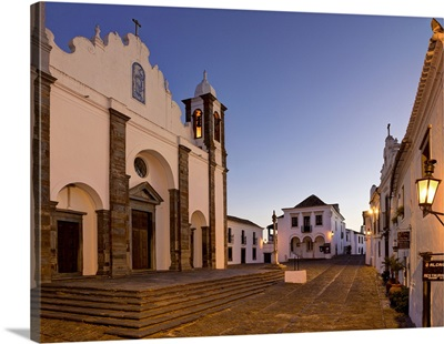 Portugal, Evora, Alentejo, Monsaraz, Cobbled central square, parish church and pillory