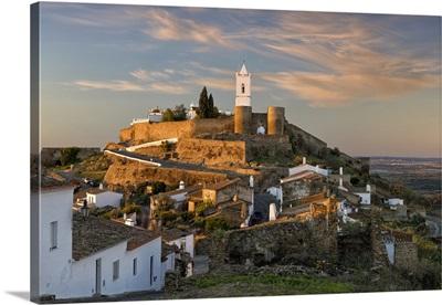 Portugal, Evora, Alentejo, Monsaraz, Medieval walled village at dawn