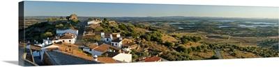Portugal, Evora, Alentejo, Monsaraz, View over the albufeira of Alqueva Lake