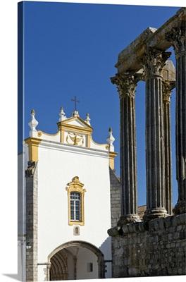 Portugal, Evora, Alentejo, Roman Diana temple and the Pousada dos Loios