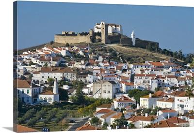 Portugal, Evora, Arraiolos, Alentejo, Arraiolos town and medieval Castle