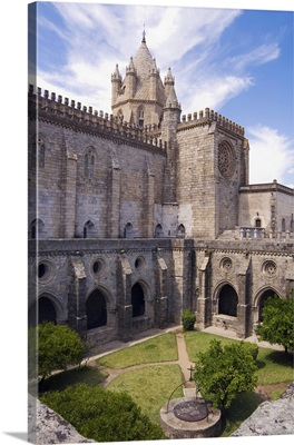 Portugal, Evora, evora, Cathedral la Se, the cloister and rear view of the cathedral