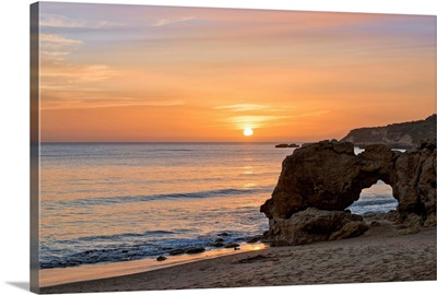 Portugal, Faro, Algarve, Albufeira, Praia da Oura Beach at sunset