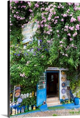 Portugal, Faro, Algarve, Alte, Colorful shop front