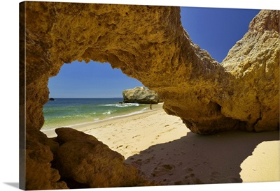 Portugal, Faro, Algarve, Secluded beach and rock formations in the cliffs near Albufeira
