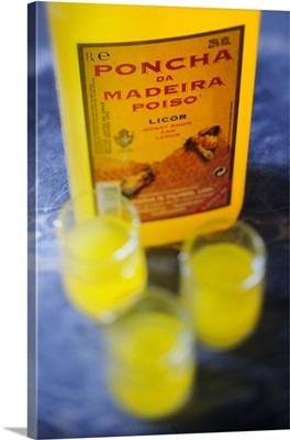Portugal, Madeira, Poncha, Madeira's traditional white-rum and lemon juice