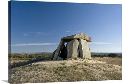 Portugal, Portalegre, Crato, Alentejo, prehistoric dolmen burial tomb called Tapadao