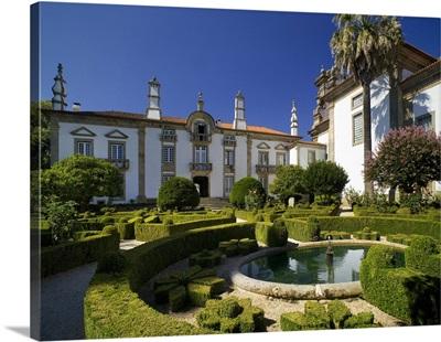 Portugal, Vila Real, Mateus Palace, Solar de Mateus, ornamental gardens