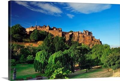 Scotland, Edinburgh, View from Princes Street Gardens towards the Edinburgh Castle