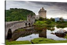 Scotland, Highland, Eilean Donan Castle, Dornie village, Loch Duich bay