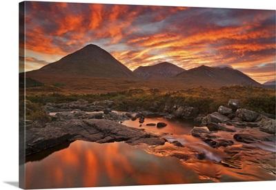 Scotland, Highlands, Inner Hebrides, Isle of Skye, Red Cuillin, at sunrise