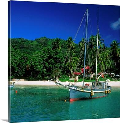 Seychelles, La Digue, sailing boat in the small harbor