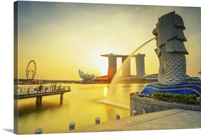 Singapore City, Merlion fountain at dawn, Marina Bay Sands in the background