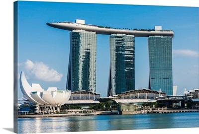 Singapore, Singapore City, Marina Bay, ArtScience Museum and Marina Bay