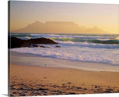 South Africa, Cape Town, Beach and Table Mountain