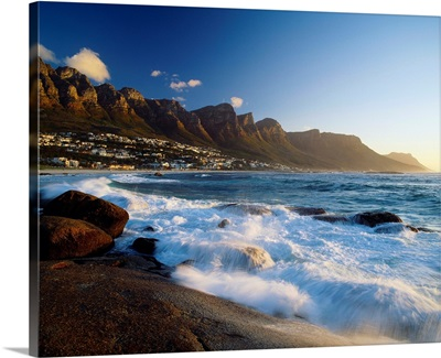 South Africa, Cape Town, Camps Bay and Twelve Apostles (mountain range)