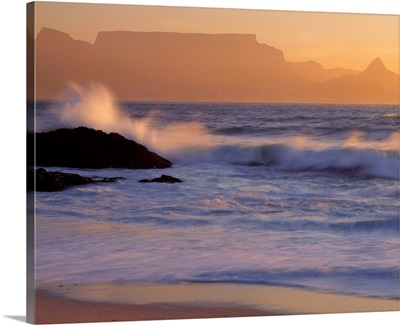 South Africa, Cape Town, Coastline and Table Mountain in background