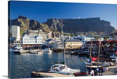 South Africa, Western Cape, Cape Town, Waterfront and Table Mountain