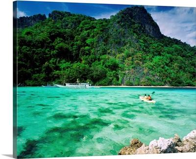 Southeast Asia, Philippines, Palawan, Taytay bay, Apulit island, kayak