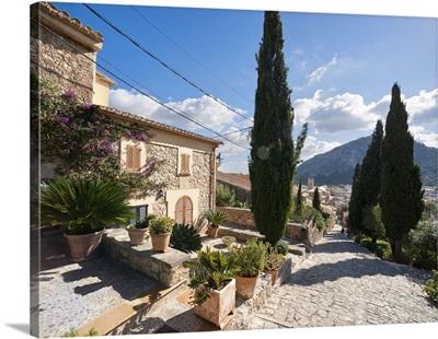 Spain, Mallorca, Pollenca, Famous 365-step stairway to the chapel Calvari