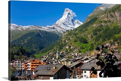 Switzerland, Valais, Zermatt, The village and Matterhorn (Cervino)