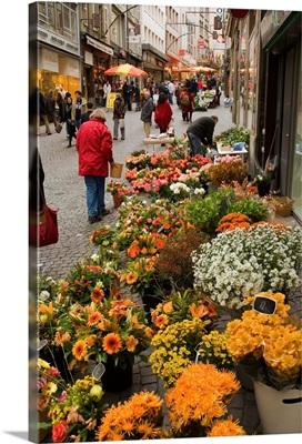 Switzerland, Vaud, Lausanne, Saturday morning food and flower market