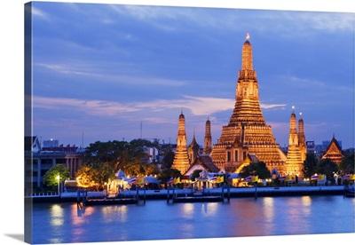 Thailand, Bangkok, Wat Arun, Temple of Dawn and the Chao Phraya river