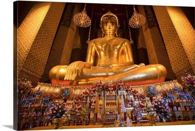 Thailand, Bangkok, Wat Kalayanamit , golden Buddha in the temple