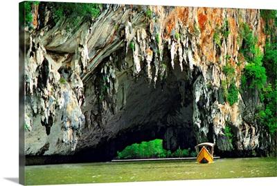 Thailand, Ko Pha Ngan, The sea grotto of Tham Lod