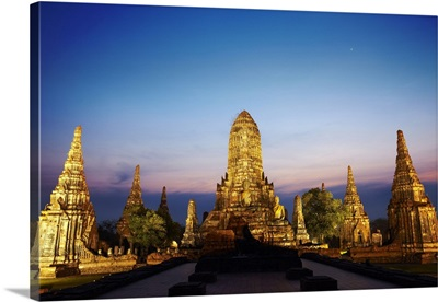 Thailand, Southeast Asia, Ayutthaya, Wat Chai Watthanaram at sunset