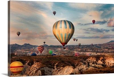 Turkey, Central Anatolia, Hot air balloon tour over Cappadocia