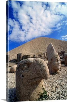 Turkey, Eastern Anatolia, Nemrut Dagi, Nemrut Dag, Stone sculptures