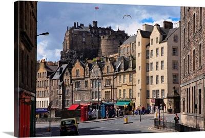 UK, Scotland, Edinburgh, Grassmarket square and the Edinburgh Castle